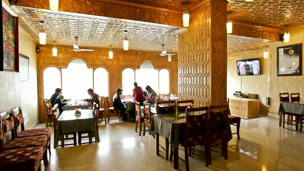 The Kaisar Hotel Srinagar Restaurant