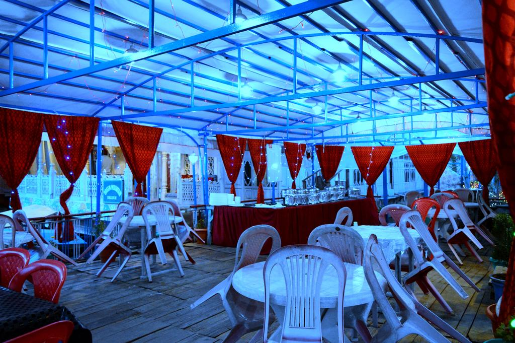 Young Good Luck Group Of Houseboat Srinagar Restaurant