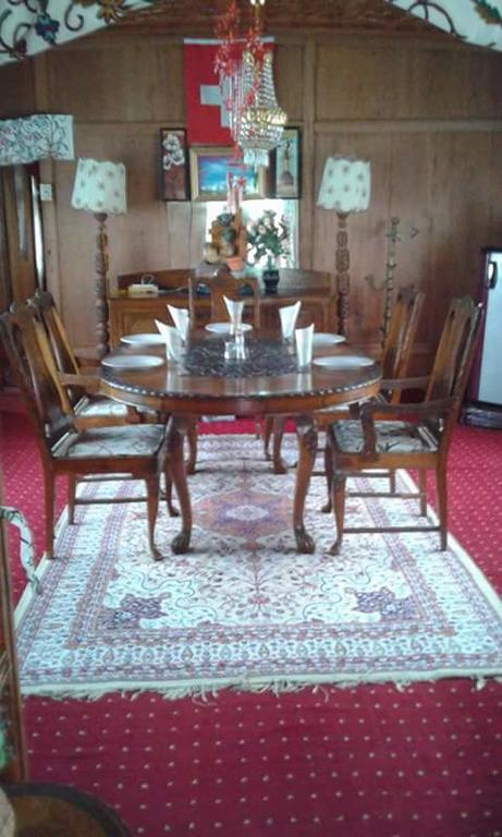 Shamus Group Of Houseboat Srinagar Restaurant