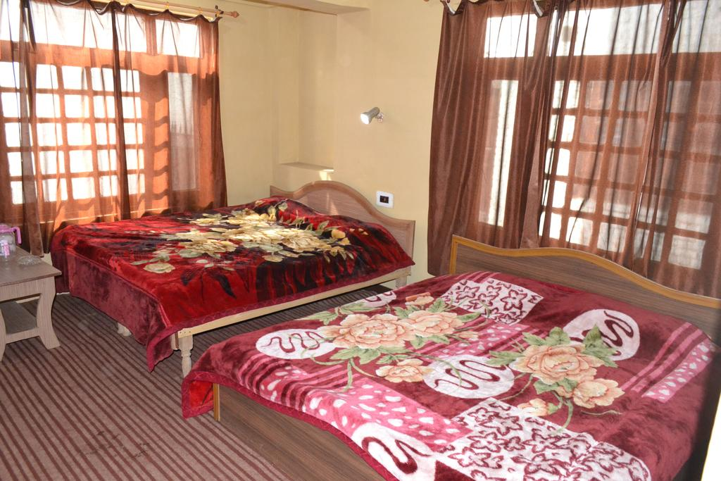 Aashus Lodge Srinagar