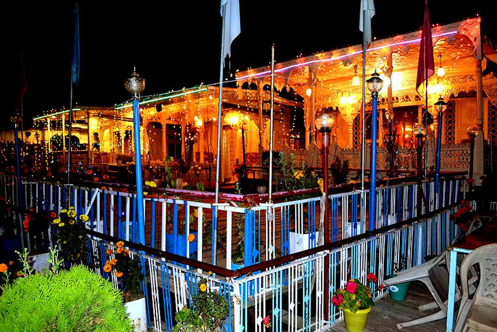 Aziz Palace Group Of House Boat Srinagar