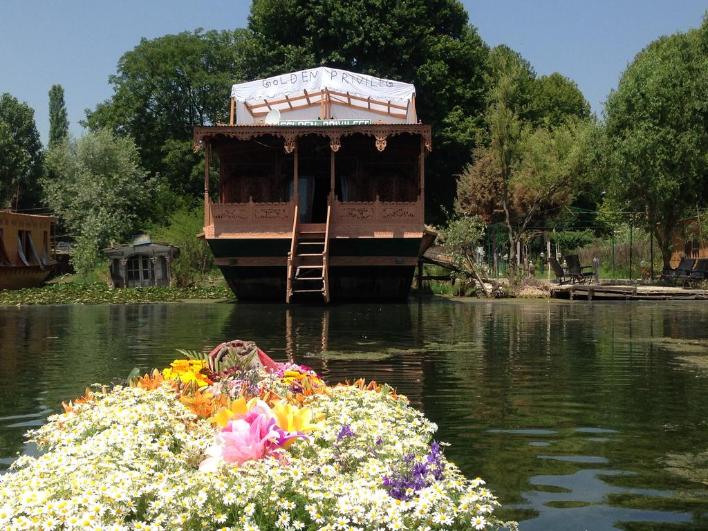 Golden Privilege Houseboat Srinagar