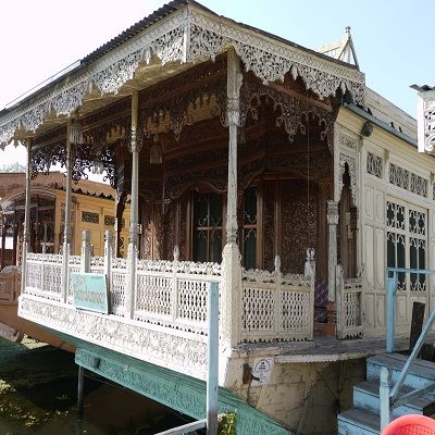 Houseboat New Bendameer Srinagar