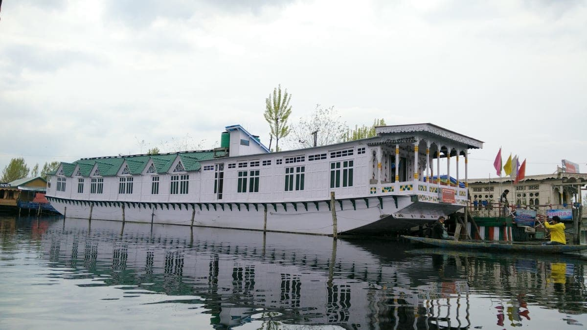 King Paradise Houseboat Srinagar