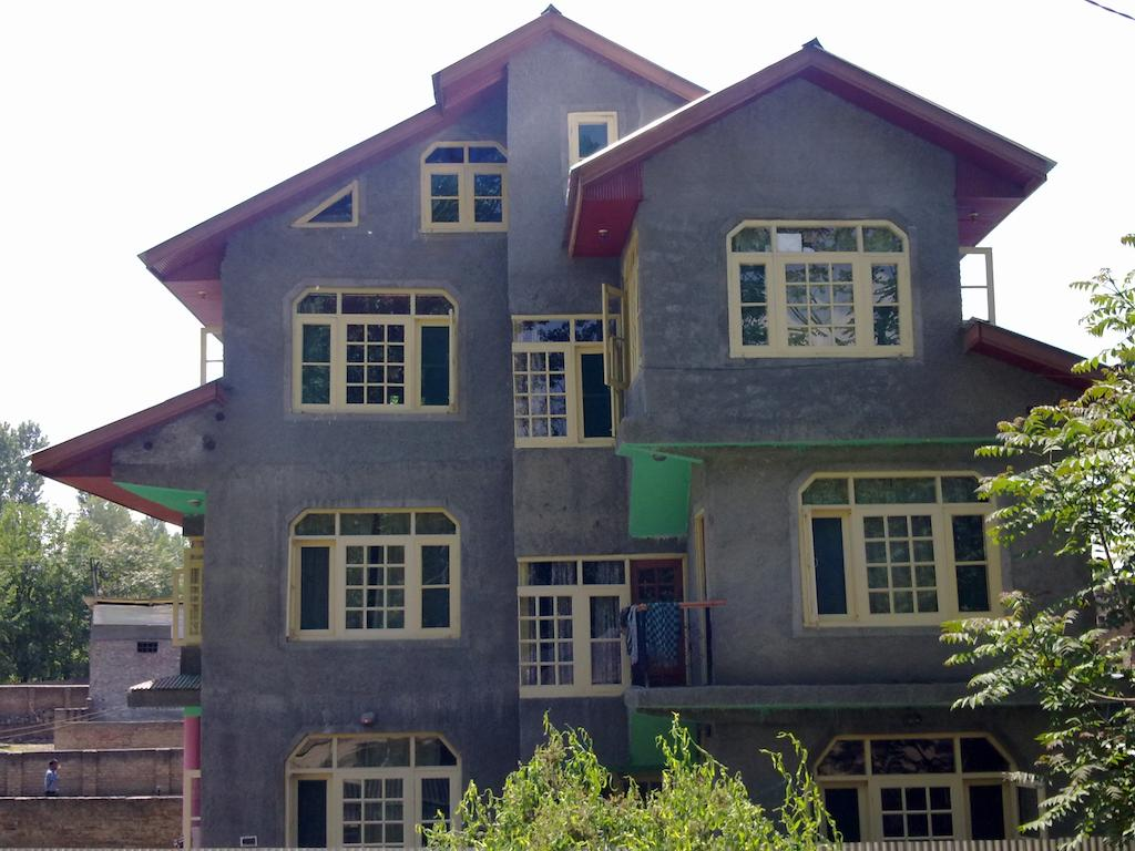 Lonely Guest House Srinagar