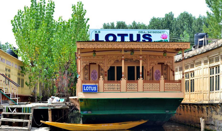 Lotus Houseboat Srinagar