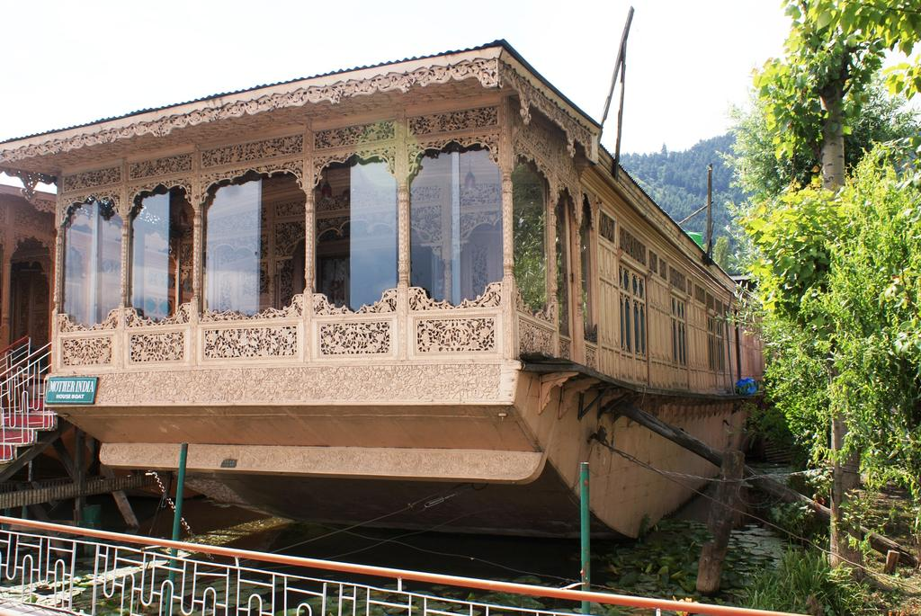Mother India Group Of Houseboat Srinagar
