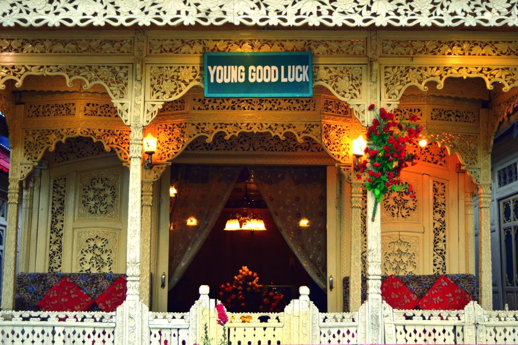 Young Good Luck Group Of Houseboat Srinagar